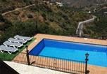 Location vacances Sayalonga - Four-Bedroom Holiday home in Calle Calvario-1