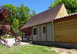 Camping avec Piscine Saint-Cybranet - Village de la Combe-1