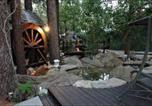 Hôtel Big Bear Lake - Castle Wood Theme Cottages- Couples Only-1