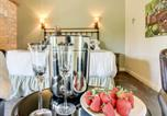 Location vacances Fredericksburg - Wine Country Cottages on Main: Tank House-4