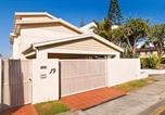 Location vacances Mermaid Beach - Hedges Ave Beachfront 5 Bedroom Home-2
