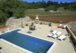 Location vacances Trilj - Holiday home Peso-1
