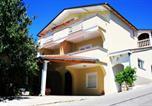 Location vacances Starigrad - One-Bedroom Apartment in Starigrad-Paklenica X-4