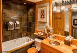 Location vacances Whistler - Luxury 2 Bedroom Condo with Hot Tub-3