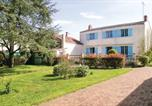 Location vacances Le Champ-Saint-Père - Four-Bedroom Holiday Home in St Cyr en Talmondais-1