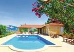 Location vacances Penafiel - Three-Bedroom Holiday home P-4550-360 Castelo de Paiva with a Fireplace 06-1