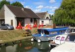 Camping en Bord de lac Bourgogne - Camping Le Saucil-1