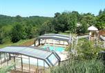 Camping avec Parc aquatique / toboggans Saint-Avit-de-Vialard - Camping Les Charmes-1