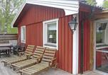 Location vacances Linköping - Three-Bedroom Holiday home with a Fireplace in Brokind-1
