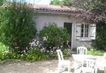Location vacances Montrem - La Petite Maison dans le Jardin-1