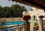 Hôtel Revest-les-Roches - La Villa des 4 Temps-3