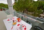 Location vacances Lignano Sabbiadoro - Two-Bedroom Apartment Appartamenti Fiore 2-2