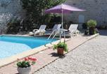 Location vacances Sauzé-Vaussais - Holiday home Chaunay with a Fireplace 399-1