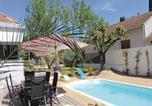 Location vacances Charleval - Holiday Home Charleval - 04-4