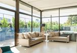 Location vacances Glen Waverley - Tranquility - A Luxico Holiday Home-1