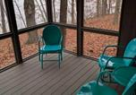 Location vacances Marysville - Wooded lakeside architect retreat near Columbus-4