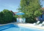 Location vacances Hautefort - Holiday home Lussaud, Genis N-636-3