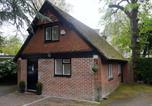 Location vacances Poole - Tudor Cottage Lodge-1
