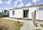 Location vacances Saint-Gilles-Croix-de-Vie - Rental Villa Villa De Vacances Avec Jardin 6 Personnes-1