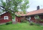 Location vacances Örebro - Two-Bedroom Holiday home in Vintrosa-2