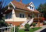 Location vacances Balatonszárszó - Six-Bedroom Holiday home in Balatonszarszo I-1