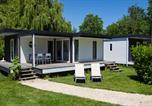 Camping avec Quartiers VIP / Premium Mesland - Camping Sandaya Château des Marais-2