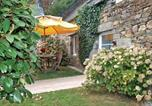 Location vacances Perret - Holiday home Plélauff with a Fireplace 344-1