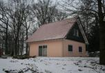 Location vacances Buchet - Holiday home Bungalowpark Schnee-Eifel 2-4