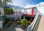 Hôtel Nago - Surfside Bed & Breakfast-2