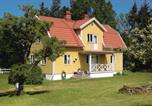 Location vacances Kalmar - Holiday Home Farjestaden with Fireplace I-1