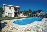 Location vacances Imotski - Holiday home Imotski 61 with Outdoor Swimmingpool-1
