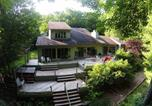 Location vacances Bridgeport - Lakeside Serenity Four-Bedroom Holiday Home-1
