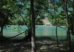 Camping en Bord de rivière Peisey-Nancroix - Au Valbonheur (Camping le Plan d'Eau)-1