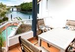 Location vacances Noosaville - Noosaville Waterfront Apartment with Jetty-1