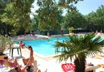 Camping avec Piscine Clamensane - Domaine des Chênes Blancs-1