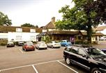 Hôtel Balcombe - Premier Inn Gatwick Crawley Town - Goff's Park-3