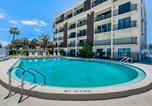 Location vacances Indialantic - Heart of Cocoa Beach Chateau-2