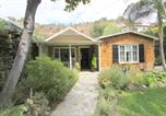 Location vacances Burbank - Newly Decorated Beachwood Canyon 2 Bedroom Hideaway-1