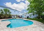 Location vacances Atlantic Beach - Atlantic Dawn - Three Bedroom Home-1