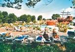 Camping avec Accès direct plage Angoulins - Airotel Le Village Corsaire des 2 Plages-3