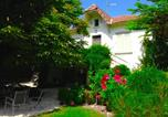 Location vacances Villeneuve-lès-Avignon - Apartment with Garden and Spa-2