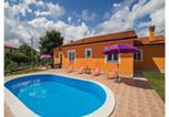 Location vacances Raša - Holiday home Kapelica 53-1