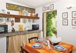 Location vacances Ronciglione - Two-Bedroom Holiday Home in Capranica Vt-3