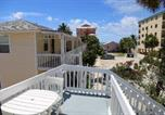 Location vacances Fort Myers Beach - Polynesian Villa #14-1