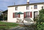 Location vacances Moulismes - Studio Holiday Home in Saint-Sorin-la-Marche-1