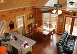 Location vacances Lake Lure - Holiday Home Let the Good Times Roll-4