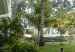 Location vacances  Maurice - Beachfront Apartment Flic-en-Flac-2