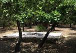 Location vacances Cabrières-d'Aigues - Chalet Castellas dans un parc forestier-3