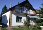Location vacances Balatonkeresztúr - Five-Bedroom House in Balatonmariafürdo I-1