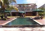 Location vacances Le Morne - Olana Beachfront Apartments-2